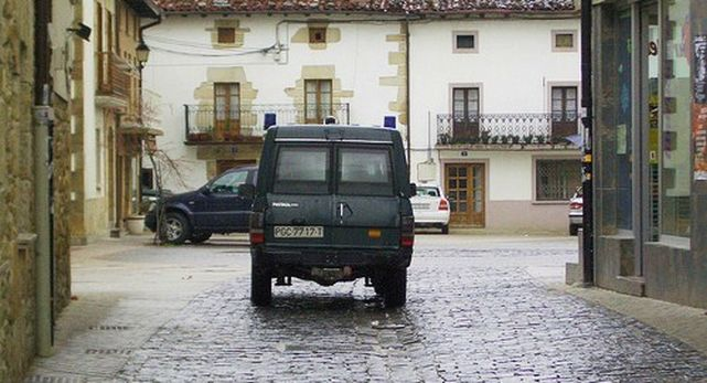 vehiculo-Guardia-Civil-circula-Alsasua