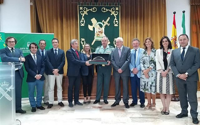 homenaje de fomento a la guardia civil
