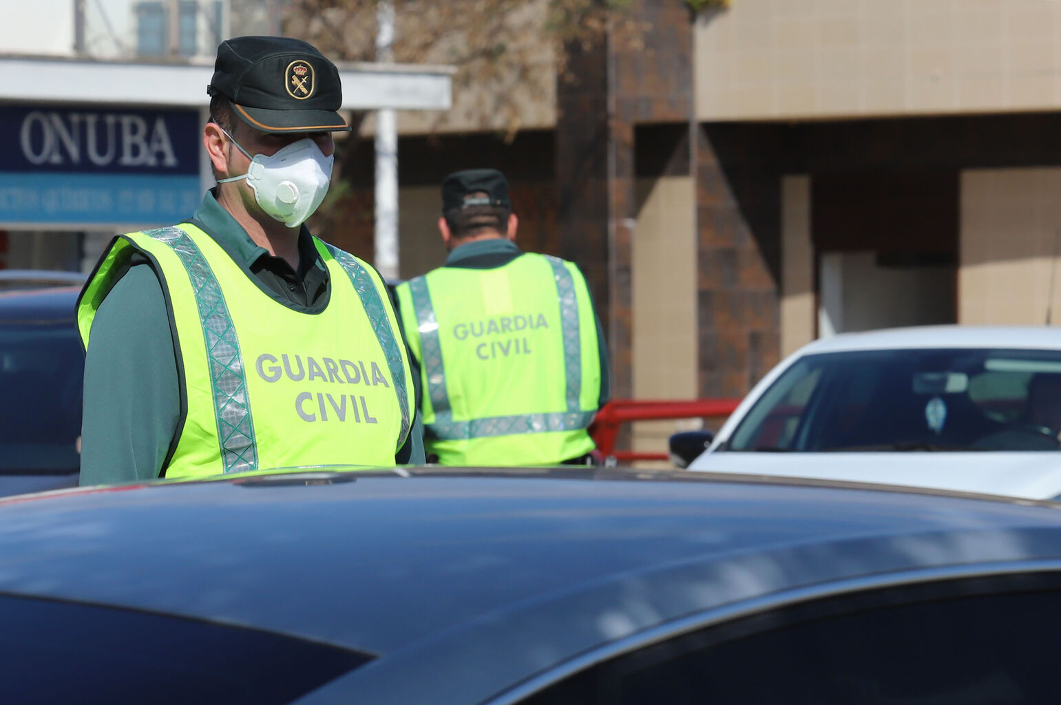 Guardia Civil mascarilla proteccion vehiculos